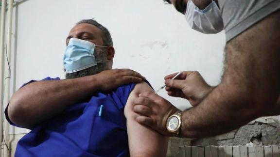 210510204012-coronavirus-vaccine-distribution-idlib-syria-damon-pkg-ctw-vpx-00010501-live-video