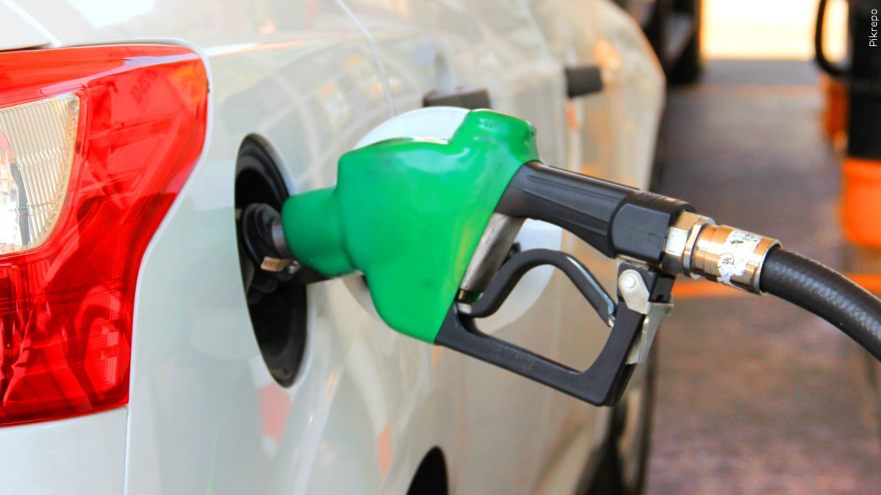 National gas prices fall, local gas prices remain unchanged - KRDO