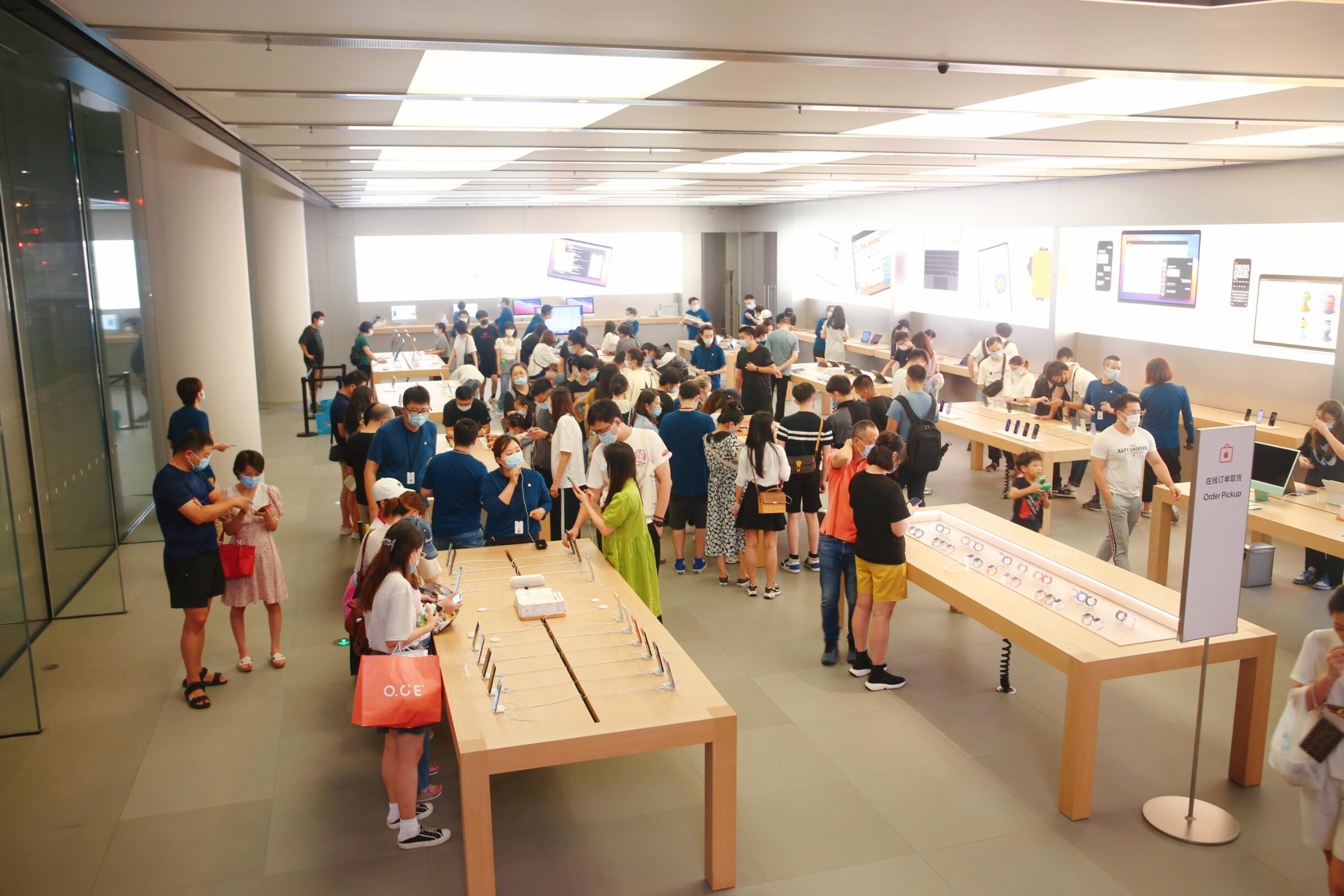 <i>Xing Yun/Costfoto/Barcroft Media/Getty Images</i><br/>Apple officially launched its next-generation iPhone 13 line on Friday.