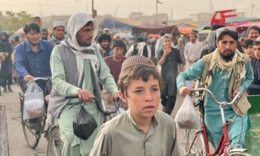 The busy main market in Ghazni.